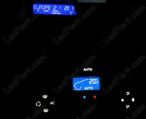 [Reduction] LedPerf.com : Eclairage Auto à Leds Console_blanche_Renault_megane_2_led