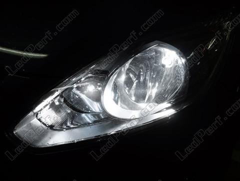 pack ampoules de feux phares xenon effect pour ford c max mk2. Black Bedroom Furniture Sets. Home Design Ideas