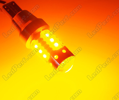 ampoule led t15 wy16w 16 leds cree oranges pour clignotants. Black Bedroom Furniture Sets. Home Design Ideas