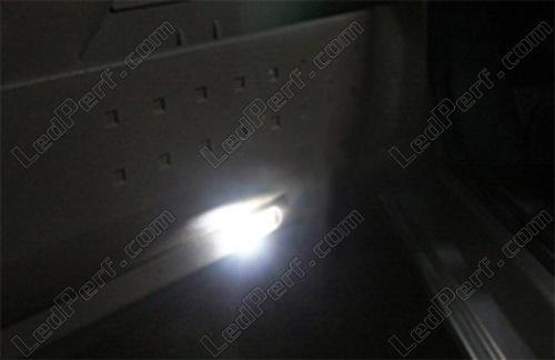 [Reduction] LedPerf.com : Eclairage Auto à Leds Eclairage_bas_de_porte_Blanc_pur_luxe_Renault_Megane_2_xenon_led_tuning_1
