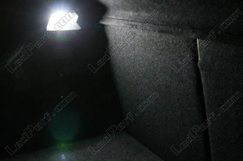 [Reduction] LedPerf.com : Eclairage Auto à Leds Eclairage_Coffre_Blanc_pur_luxe_Renault_Megane_2_xenon_led_tuning_1