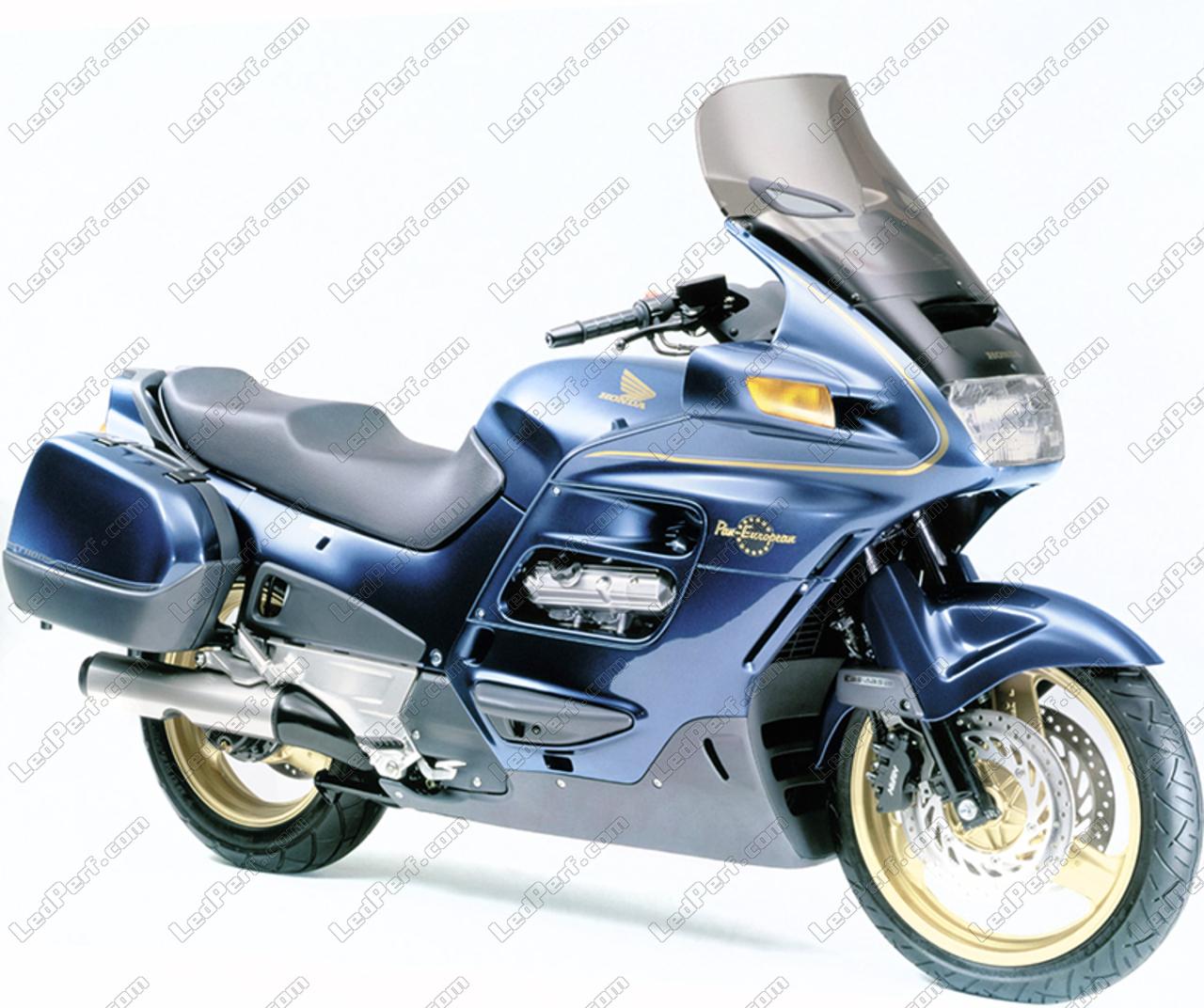 phares additionnels led pour moto honda st 1100 pan european. Black Bedroom Furniture Sets. Home Design Ideas