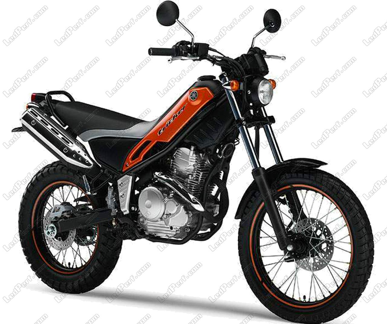 phares additionnels led pour moto yamaha tricker 250. Black Bedroom Furniture Sets. Home Design Ideas