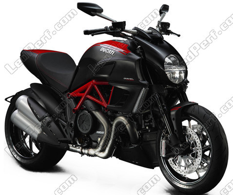 pack ampoules de feux phares xenon effect pour ducati diavel. Black Bedroom Furniture Sets. Home Design Ideas